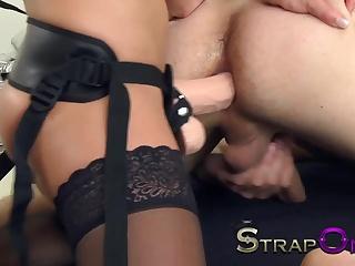 porno-foto-strapon-i-fisting-dlya-muzha-eblya-nizhnem-bele