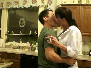 Порно видео с мамой