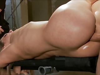 seks-doma-s-primeneniem-bdsm-zhena-s-lyubovnikom-realnoe-domashnee-video
