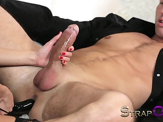 Порно с дилдо